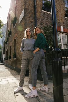 Autumn London Street Style - Checkered trousers. Fall street style 21621a8b6