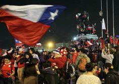 Miles de chilenos celebran en Santiago el boleto a Octavos - RÉCORD