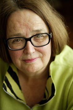 """Margrethe Brun Hansen er uddannet børnehavepædagog og cand.psych. og er forfatter blandt andet til bestsellerne Rød stue kalder og De kompetente forældre. Hun er privatpraktiserende børnepsykolog, hvor hun rådgiver forældre, og er desuden en eftertragtet foredragsholder. Margrethe Brun Hansen er desuden landskendt for sin medvirken i tv2-programmet """"Forældre Forfra""""."""