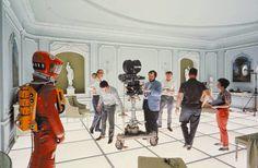 """MERIDIANOS: Stanley Kubrick: Una vida en imágenes  Stanley Kubrick durante el rodaje de la escena final de """"2001: Una odisea del espacio"""", año 1968."""