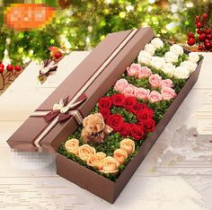 Chocolate Covered Strawberries Discover send flowers to shanghai best flowers to shanghai delivered by shanghai local flowers shop Flower Box Gift, Flower Boxes, Valentines Flowers, Valentine Gifts, Valentine Nails, Valentine Ideas, Chocolate Flowers Bouquet, Flower Bouquet Diy, Flower Shop Design