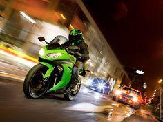Harga Kawasaki Ninja 300 dan ZX10R - http://iotomotif.com/harga-kawasaki-ninja-300-dan-zx10r/34786 #HargaKawasakiNinja300, #HargaKawasakiZX10R, #KawasakiNinja300, #KawasakiZX10R
