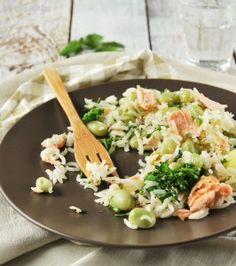Rice salad with beans and salmon