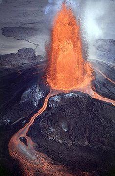 (© J.D. Griggs/US Geological Su/Rex Features)Vulcão Kilauea visto de cima no Havaí em 2 de julho de 1983
