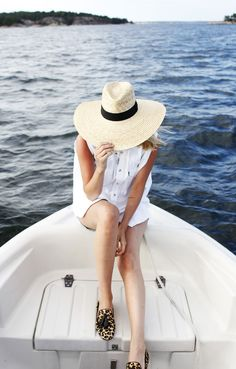 Summer boating with a big summer hat. Does it get any better? #catchsummer #ad