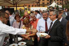 Mario Catania (ministro #agricoltura) allo stand di Unaproa #5aday #fruits #colors #life