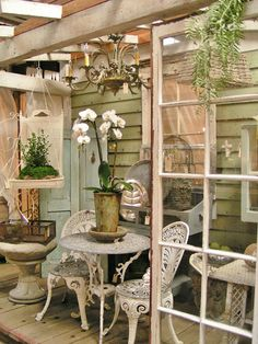 Lovely porch in shabby chic style (Blossoms Vintage Chic) Shabby Chic Hearts, Shabby Chic Style, Shabby Chic Decor, Shabby Chic Tables, Shabby Chic Patio, Cottage Porch, Cottage Style, Shabby Cottage, Porch Garden