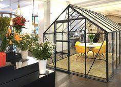 flowers - industrial - loft - garden - greenhouse - steel - glass - online shop - showroom - design chairs - office - cabin - podium - berlin - meeting - conference room - display - blumen - industriel - garten - gewächshaus - ausstellungsfläche - büro - besprechungsraum