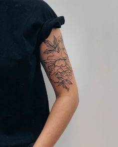 Women black style tattoo t a t t o o - tattoo s.- Women black style tattoo t a t t o o – tattoo style - Palm Tattoos, Mini Tattoos, Flower Tattoos, Body Art Tattoos, Sleeve Tattoos, Sleeve Tattoo Women, Floral Arm Tattoo, Tattoo Sleeves, Tattoo Style