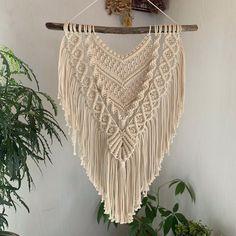 Macrame Wall Hanging Patterns, Macrame Design, Macrame Projects, Macrame Knots, New Things To Learn, Knit Crochet, Weaving, Crafts, Handmade