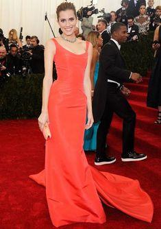 Allison Williams in stunning bright orange gown by Oscar de la Renta at 2014 Met Gala http://monmai.co.uk