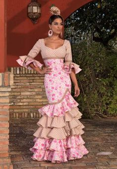 Spanish style – Mediterranean Home Decor Flamenco Costume, Flamenco Dancers, Spanish Dress, Spanish Style, Dance Outfits, Dance Dresses, Flamenco Dresses, Beautiful Gowns, African Fashion