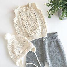 Mix med toddlerlua Må ikke være nissebarnas lue match til resten av vinteren #strikking #knitting_inspiration #knittingaddict #knittingforkids #hjerterankevest #hjerterankenikkers #toddlerlua #mydesign#egetdesign#becharmed_strikk #becharmedavjmhk #barnestrikkfrabecharmed #barnestrikk #guttefinstrikk