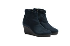 2374 wedge ankle boots stivaletto zeppa #nrrapisardi #fallwinter #collection #fauxsuede #wedgeshoes #madeinitaly