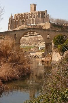 #Manresa (Catalunya - Catalonia) #turistesdequalitat #tdq Travel Around The World, Around The Worlds, Barcelona, Spain And Portugal, Historical Architecture, World Of Color, Beautiful Architecture, Nice View, Italy Travel