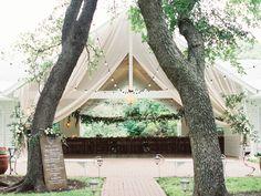 The Winfield Inn Wedding | Gatsby Chandelier, Festoon Lighting, Outdoor Lighting Ideas | Photo by Michelle Boyd Photography | by Intelligent Lighting Design