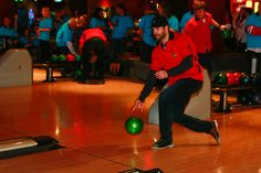 Corey Crawford bowls at the 2016 Brent Seabrook Celebrity ICE Bowl. Blackhawks Hockey, Chicago Blackhawks, Corey Crawford, Ice Bowl, Nhl, Penguins, Basketball Court, Celebrities, Bowls
