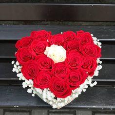 trandafiri in cutie in forma de inima Boxes, Cake, Desserts, Tailgate Desserts, Crates, Deserts, Kuchen, Box, Postres