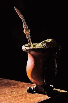 Well health: The benefits of yerba mate Yerba Mate, Rio Grande Do Sul, Love Mate, American Drinks, Lower Blood Sugar, Foto Art, Coffee Break, Beautiful Paintings, Country Life