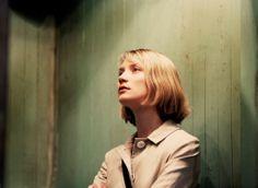 "Mia Wasikowska was ""blown away"" by Richard Ayoade on set of The Double | i-D Magazine"