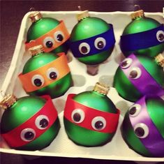 Cute and funny easy DIY Craft idea for the Christmas holiday. These Christmas bulb ornaments end up looking similar to the Teenage Mutant Ninja Turtles. and grown-ups! Noel Christmas, All Things Christmas, Winter Christmas, Christmas Tree Ornaments, Christmas Decorations, Christmas Balls, Diy Ornaments, Funny Christmas, Homemade Ornaments