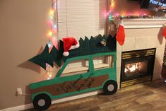 life as a sadie: Christmas Vacation Christmas Party - Travel and Extra Office Christmas Decorations, Office Christmas Party, Christmas Party Themes, Christmas Diy, Christmas Movies, Christmas Party Backdrop, Cubicle Decorations, Tacky Christmas Party, Church Decorations
