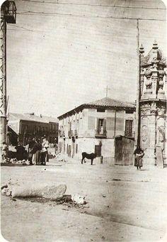 1900. Antiguas tenerias Los edificios que se ven en ambas fotos formaban el barrio de las antiguas tenerias madrileñas. Se levantaba junto al puente de Toledo, entre los actuales paseos de San Illan y del Quince de Mayo.