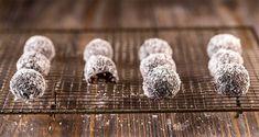 Τρουφάκια με χουρμάδες χωρίς ζάχαρη