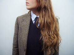3-piece suit: tweed blazer, wool v-neck and tie.