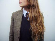 the 3-piece suit: tweed blazer, wool v-neck and tie.//