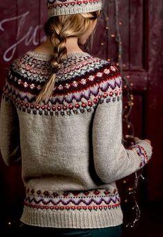 Bilderesultat for afmæli sweater Double Knitting Patterns, Sweater Knitting Patterns, Knit Patterns, Nordic Pullover, Nordic Sweater, Fair Isle Knitting, Hand Knitting, Jumpers For Women, Sweaters For Women
