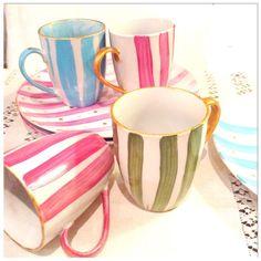 Tal como me gustan los hice.a rayas y topitos , muy chic , para disfrutar de cada desayuno mirándolos sin parar.Piezas únicas e irrepetibles.unidades limitadas. Pottery Painting, Ceramic Painting, Pottery Designs, Mug Designs, Glaze Paint, Arts And Crafts, Paper Crafts, Ceramic Pottery, Tea Pots