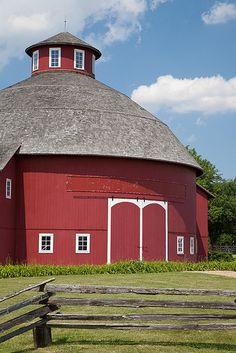 RED BARN~Round Barn