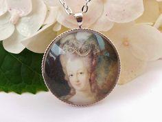 Elegante Halskette mit Rokoko Dame silber von Schmucktruhe auf Etsy, €16.80