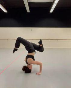Ballet Dance Videos, Dance Tips, Dance Choreography Videos, Dance Lessons, Contemporary Dance Videos, Modern Dance, Acro Dance, Aerial Dance, Gymnastics Videos
