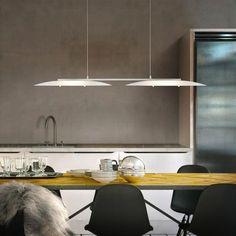 Helestra SALLY LED: Dank flexibel verstellbarem Easy-Lift-System ist diese Pendelleuchte auch besonders für die Montage an schrägen Wänden geeignet. Beide Seiten können individuell verstellt und auf Ihre Wünsche angepasst werden. Zusätzlich überzeugt sie mit einer schicken Optik, die LEDs spenden warmweißes Licht, das für Gemütlichkeit und Wohlbefinden in Ihrem Zuhause sorgen. Passt perfekt über den Esstisch im Esszimmer oder auch Wohnzimmer. #pendelleuchte #esszimmer #esstisch #reuter…