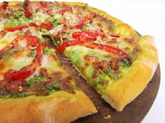 Sausage, Red Bell Pepper and Spinach Pesto Pizza | The Spiffy Cookie