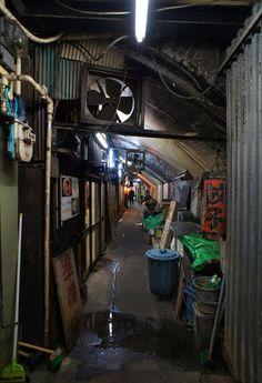 夜散歩のススメ「丸三横丁」東京都千代田区