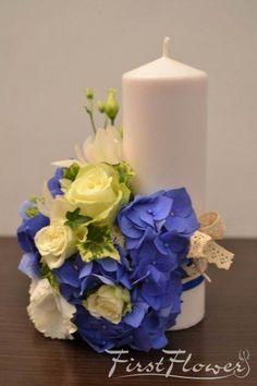 Lumanari de nunta scurte in nuante de albastru si alb cu hortensie albastra si trandafiri albi. Wedding Decorations, Candle Decorations, Church Decorations, Pillar Candles, Party Time, Wedding Flowers, Gifts, Inspiration, Weddings