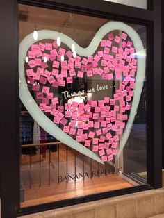 Valentine's store front shop window display using pink sticky notes Salon Window Display, Window Display Retail, Boutique Window Displays, Display Windows, Gift Shop Displays, Store Displays, Retail Displays, Merci Shop, Store Front Windows