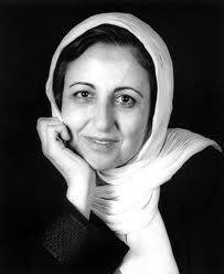 Shirin Ebadi es una abogada iraní que milita por los derechos humanos y la democracia. Fue la primera iraní y la primera mujer musulmana en recibir el Premio Nobel de la Paz. Wikipedia      Fecha de nacimiento: 21 de junio de 1947 (edad 67), Hamadán, Irán    Cónyuge: Javad Tavassolian (m. 1975)    Padres: Mohammad Ali Ebadi    Educación: Universidad de Teherán    Libros: La jaula de oro, La jaula de oro : tres hermanos en la pesadilla de la revolución iraní    Hermanos: Noushin Ebadi