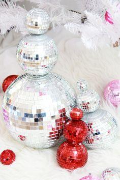 disco balls, snowman disco ball, christmas crafts for a party Christmas Tree Inspo, Snowman Christmas Decorations, Easy Christmas Crafts, Christmas Inspiration, Simple Christmas, All Things Christmas, Christmas Holidays, Christmas Bulbs, Christmas 2019