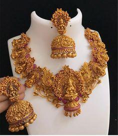 Saved by radha reddy garisa Quartz Jewelry, 14k Gold Jewelry, Pearl Jewelry, Beaded Jewelry, Gold Earrings, Gold Necklace, Urban Jewelry, Jewelry Stand, Jewelry Model