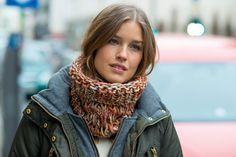 Loop-Schal mit Fallmaschen