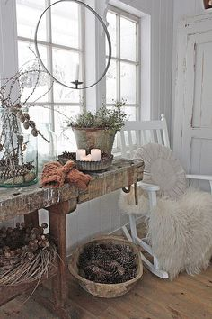 Beautiful natural Scandianavian winter home decorations of pine cones and stems against a white and wood backdrop.  Such a feeling of peace. VIBEKE DESIGN: Christmas Reporting in LevLandlig