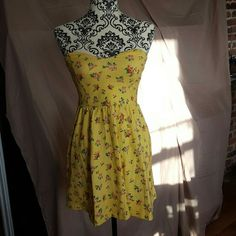 ?Price Drop?Yellow Floral Strapless Pinup Dress Brand new without tags. Size Small by Forever 21. Sweetheart, strapless neckline. Swing style skirt. Yellow with floral print. It is stretchy. Final price!!! Forever 21 Dresses Mini