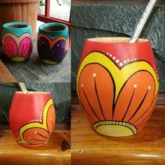 Painted Plant Pots, Pottery Painting, Tea Pots, Mandala, Mugs, Diy, Crafts, Kids Yard, Roof Tiles