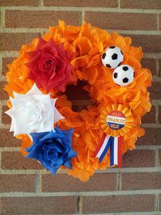Oranje voetbal krans. Gespot door www.kixx-safety.nl #tuinhandschoenen #garden #gloves