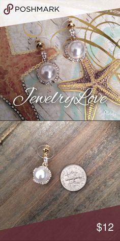 Pear earrings Beautiful fashion Pearl earrings . Gold plated  NWT Jewelry Earrings
