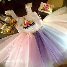 Roupa de festa tema unicórnios compondo: 1 Colan no tecido suplex personalizado, saia, arco e sapatilhas